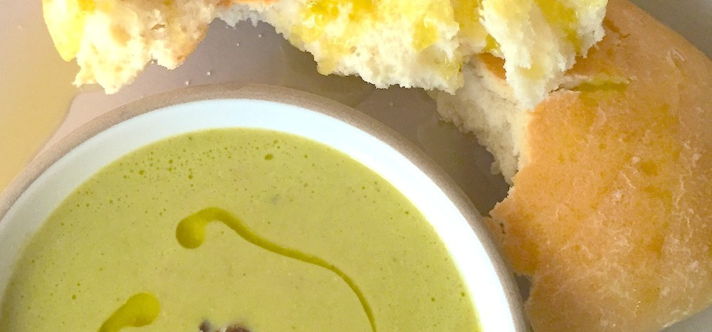 pea and smoked ham soup with fresh bread